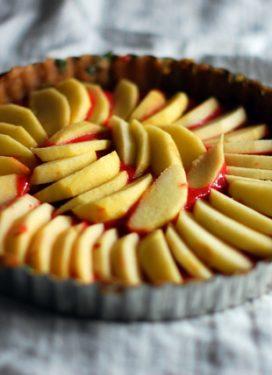 Strawberry rhubarb apple tart… & mindful eating