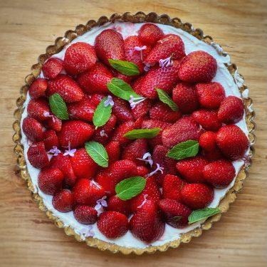 A strawberry Pie with crème fraiche